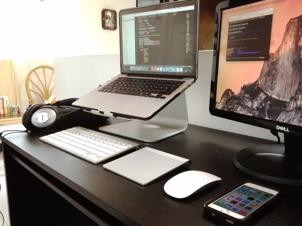 MacBook Pro Workstation Setup eines Softwareentwicklers